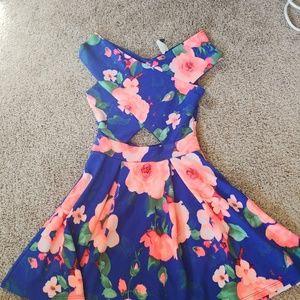 Flaral cut out dress